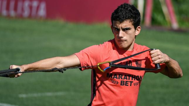 El lateral Pablo Pérez se entrena con el Sevilla FC de Lopetegui