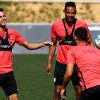 Reguilón y Fernando, en el entrenamiento del Sevilla FC