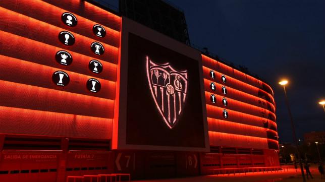 El Sánchez-Pizjuán, iluminado de rojo este 10 de mayo