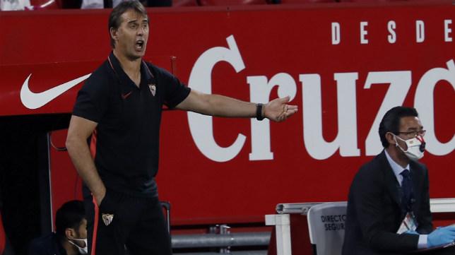 Lopetegui da instrucciones en el derbi Sevilla-Betis (Foto: EFE)