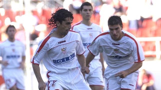Paco Gallardo y José Antonio Reyes, en un partido con el Sevilla (Foto: Díaz Japón)