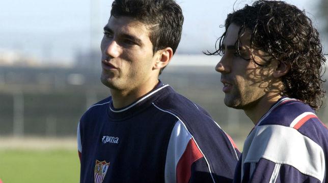 José Antonio Reyes y Paco Gallardo, en un entrenamiento del Sevilla (Foto: Raúl Doblado)