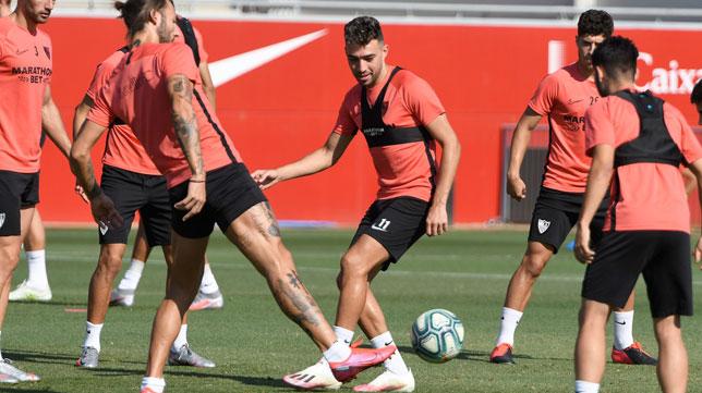 Munir, el centro, en un entrenamiento del Sevilla FC. (SFC)