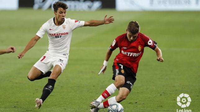 Óliver Torres presiona a Pozo en el Sevilla - Mallorca (Foto: LaLiga).