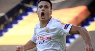 Reguilón celebra el gol que supuso el 1-0 en el Sevilla - Roma de la Liga Europa (Foto: EFE).