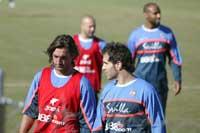 Sevilla FC: Javi Navarro junto al resto de sus compañeros