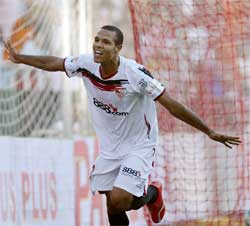 Sevilla FC: Luis Fabiano celebrando un gol