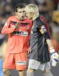 Sevilla FC: Maresca y Cañizares discuten al término del encuentro de la pasada temporada