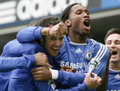 Sevilla FC: Drogba celebra con Carvalho y Terry un gol con el Chelsea