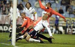 Sevilla FC: Momento del gol del año pasado de Luis Fabiano en La Romareda