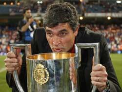 Sevilla FC: Juande besa la Copa