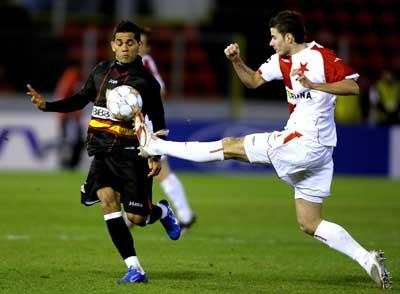 Sevilla FC: Alves en el partido de Champions frente al Slavia