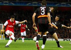 Sevilla FC: Momento en que Cesc dispara para anotar el primer gol