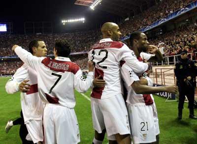 Sevilla FC: La grada volvió a vibrar con los jugadores sevillistas