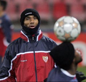 Sevilla FC: El frío, protagonista en el entrenamiento de esta tarde en Bucarest