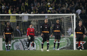 Sevilla FC: Los jugadores, cabizbajos tras el gol de Lugano
