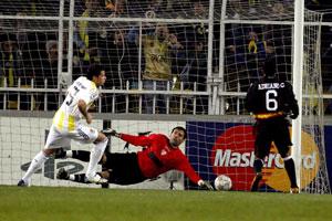 Sevilla FC: Palop no pudo evitar el gol de Kezman