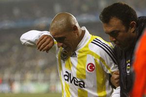 Sevilla FC: Roberto Carlos se retiró lesionado durante el partido
