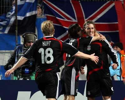 Sevilla FC: Benayoun y Kuyt felicitan a Fernando Torres por el gol que marcó el martes al Olympique de Marsella