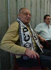 Pahuet, hoy, ataviado con la bufanda del Castellón, su ciudad natal