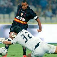 Sevilla FC: Luis Fabiano no ha superado sus molestias en el tarso del pie derecho