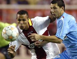 Sevilla FC: El goleador Luis Fabiano, muy activo durante el partido