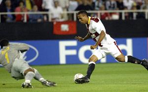 Sevilla FC: Luis Fabiano batiendo a Zapata