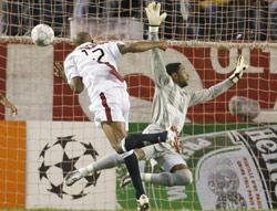 Sevilla FC: Gol de Kanouté ante el Steaua en casa