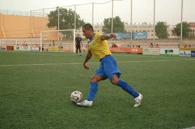 Sevilla FC: El sobrino de Palop, Vicente Mendoza, en un partido con el Denia