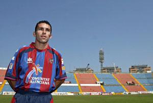 Sevilla FC: El ex sevillista David Castedo, el día de su presentación como jugador del Levante