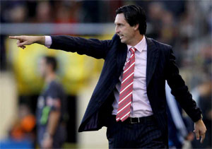 Sevilla FC: El entrenador del Almería, Unai Emery, durante un partido dirigiendo a su equipo