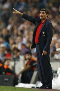 Sevilla FC: Juande Ramos, en un momento del partido