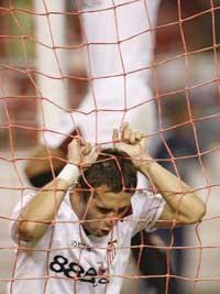 Sevilla FC: Kerzhakov se lamenta de un aocasión fallada
