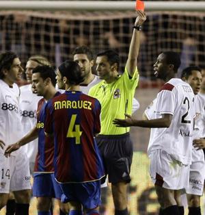 Sevilla FC: Momento en que Keita ve la tarjeta roja ante el Barcelona