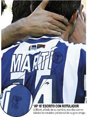 Sevilla FC: Martí escribe en su camiseta de la Real Sociedad tras su nombre