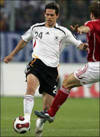 Sevilla FC: El alemán Manuel Friedrich, en un partido con la selección alemana