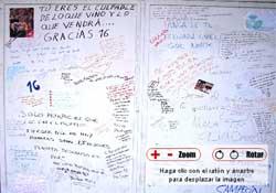 Unas de las puertas del estadio, repleta de mensajes dedicados a Antonio Puerta