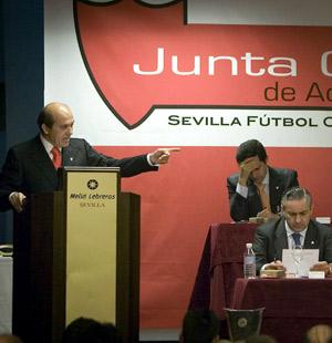 Sevilla FC: Del Nido en un momento de la Junta