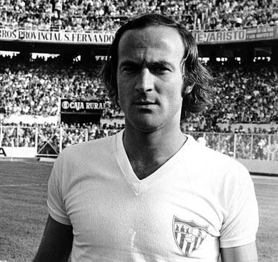 Héctor Horacio Scotta con la camiseta del Sevilla FC, en 1976