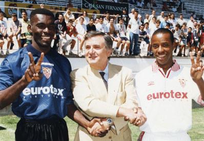 Lucio Wagner (derecha), junto a Eboue y Rafael Carrión