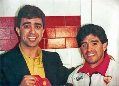 Sevilla FC: Bayram Tutumlu, junto a Maradona el año en que el astro argentino fue sevillista
