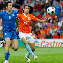 Sevilla FC: Boulahrouz pugna con Toni durante el encuentro
