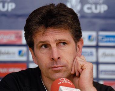 Sevilla FC: El entrenador del Lyon, Claude Puel