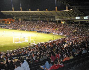 Sevilla FC: Imagen de un partido de fútbol en el Juan Ramón Loubriel
