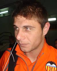 Sevilla FC: El ex del Betis, Joaquín, con la camiseta del Valencia