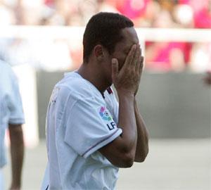 Sevilla FC. Adriano se lamenta de una ocasión fallada