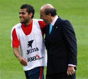 Sevilla FC: Alves y Del Nido en un entrenamiento de esta temporada