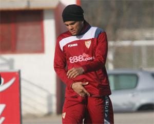 Sevilla FC: Alves, durante los entrenamientos