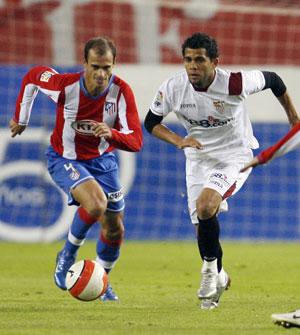 Sevilla FC: Alves defiende a Pernía