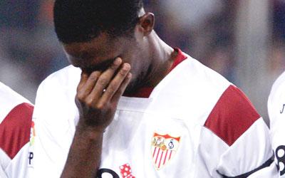 Eto'o no pudo reprimir las lágrimas, al recordar también a su compatriota Marc-Vivien Foé, también muerto sobre el terreno de juego
